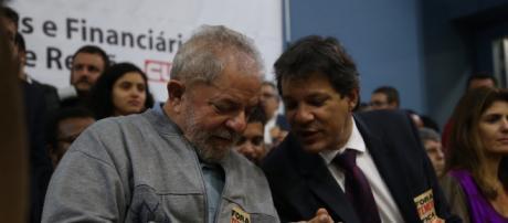 Haddad fala sobre situação de Lula na prisão