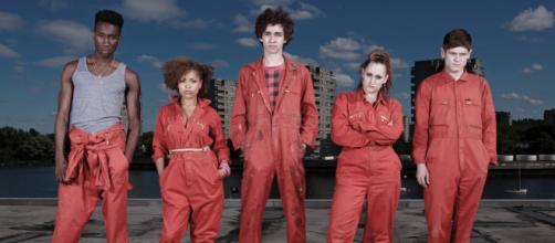 A série Misfits mistura dramas adolescentes e super poderes.