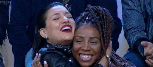 Gabi e Luane divertiram o público e chamaram a atenção da Record. (foto reprodução).