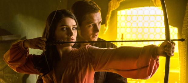 Taron Egerton And Eve Hewson In Robin Hood 2018 (Image via HollywoodNews/Youtube screencap)