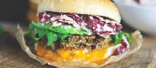 21 Veggie Burgers That Will Make You Question Meat's Existence - dealsplus.com