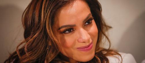 Anitta deixa apresentador constrangido com revelações