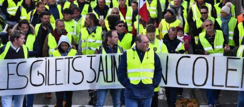 """Des """"gilets jaunes"""" tentent de se structurer pour dialoguer avec le gouvernement"""