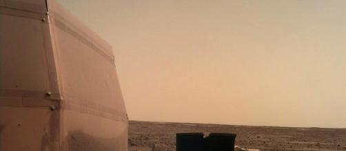Una foto su Twitter da Marte: il selfie del lander Insight.