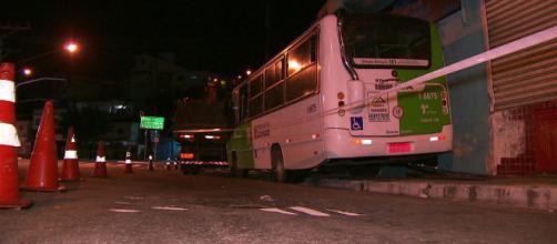 Ônibus não transportava passageiros na hora do acidente.