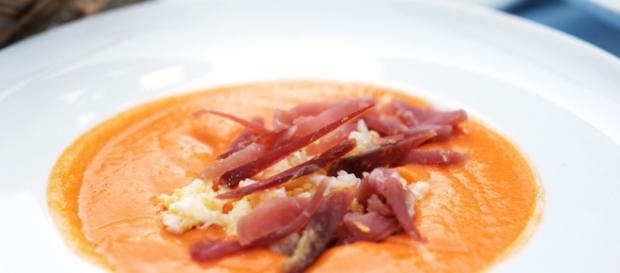 La Zuppa del Nonno, un piatto tipico popolare: patate, Emmental e prosciutto crudo gli ingredienti più importanti