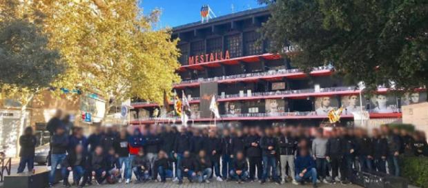Miembros de Yomus antes del partido Valencia - Rayo Vallecano