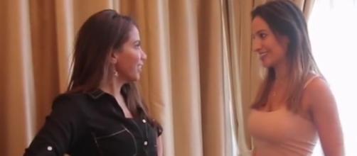 Anitta beija atriz chilena e divide fãs. (foto reprodução).