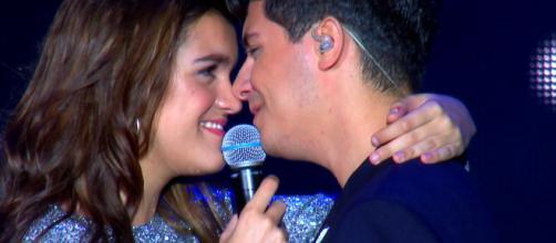 OT Bernabéu - Amaia y Alfred cantan 'Tu canción' - rtve.es