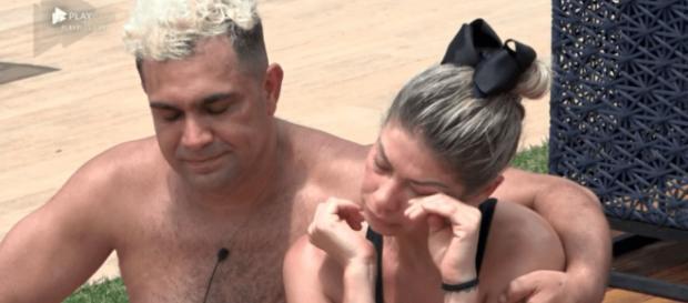 Cátia Paganote e Evandro Santo estão na roça disputando a preferência do público (Reprodução/RecordTV)