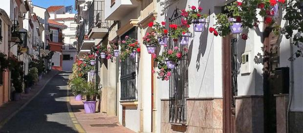 The famous Pueblos Blancos, or White Villages of Andalucia have plenty of unusual attractions. [Image Turista Inglesa/Wikimedia]