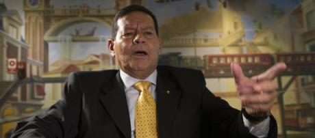 Jair Bolsonaro e general Mourão criticam possível aval do STF em favorecer indulto de Temer