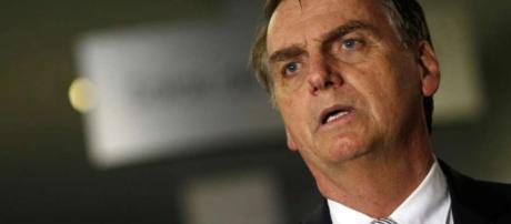Presidente eleito Jair Bolsonaro se manifestou sobre declarações de seu filho, Carlos Bolsonaro