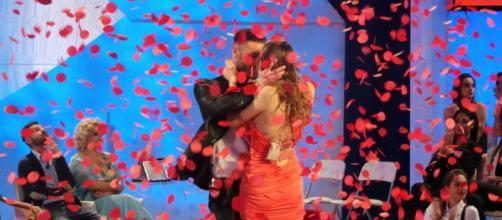 Anticipazioni Uomini e Donne: cascata di petali rossi nell'ultima puntata del Classico