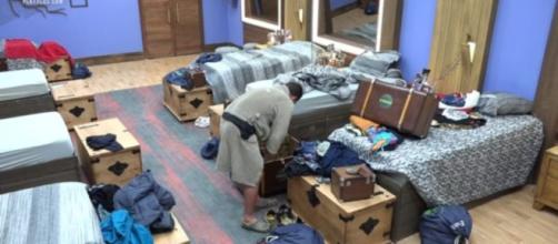 Catia e Evandro já arrumaram as malas (Reprodução/RecordTV)