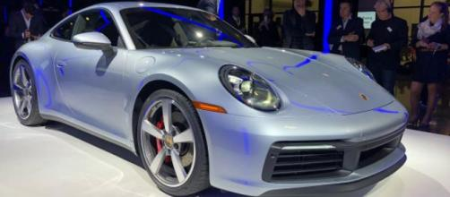 La nuova Porsche 911 presentata al salone dell'auto di Los Angeles | Auto Express - autoexpress.co.uk