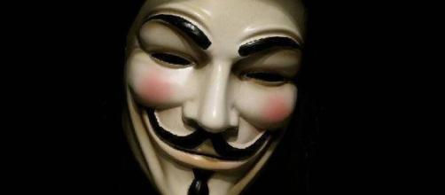 Anonymous minaccia il governo con attacchi hacker