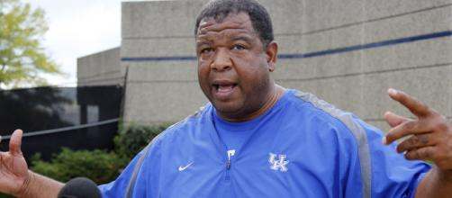 Kentucky coach accused of shady dealings with Wandale Robinson responds to rumors [Image via USA Today/YouTube]