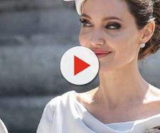 Angelina sfida Kate Middleton e Meghan Markle davanti alla Regina