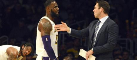 LeBron James ignoring Luke Walton's playcalls, running his own game. image - thesportsdaily.com