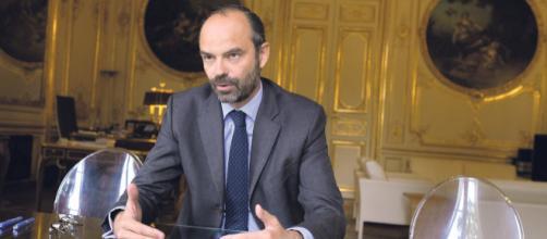 """Edouard Philippe ouvert au dialogue avec les """"gilets jaunes"""""""