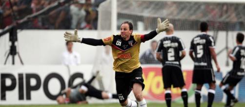 Rogério Ceni após marcar um gol de falta contra o Corinthinas