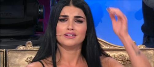 Teresa Langella è in lacrime perché crede che nessuno sia interessato a lei