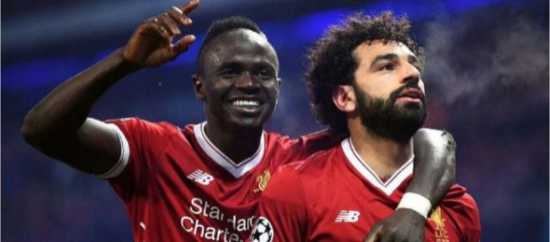 Sadio Mané e Mo Salah [Imagem via YouTube]