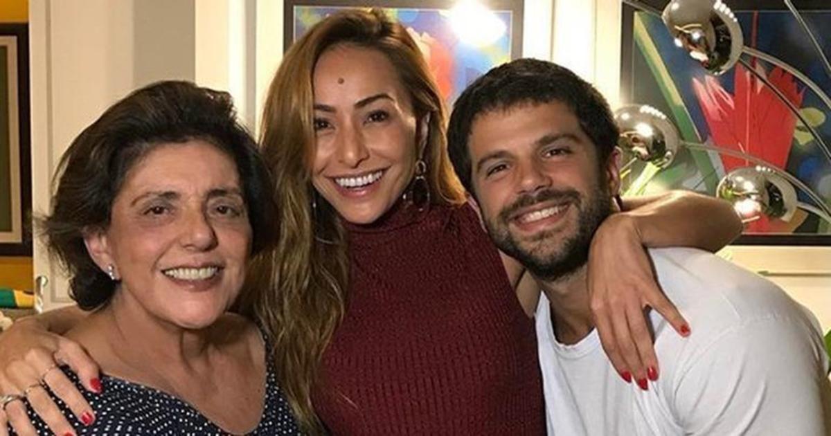 Mensagem Para Filha Gravida Pela Primeira Vez: Sogra De Sabrina Sato Exibe Pela Primeira Vez O Rosto Da