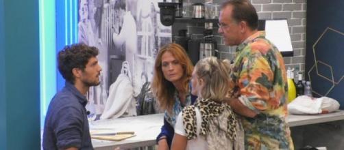 Alessandro Cecchi Paone ritiene che Elia non sia realmente interessato a Jane Alexander.