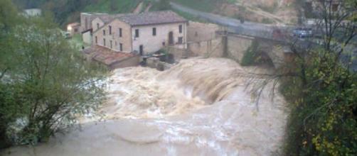 Maltempo, fiume in piena uccide due famiglie