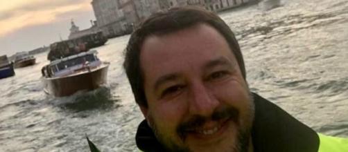 Maltempo, Salvini e la foto sorridente mentre annuncia la sua visita a Belluno: è polemica