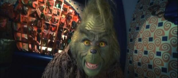 """Jim Carrey plays the Grinch in """"How the Grinch stole Christmas."""" [Image YouTube Movies/YouTube]"""