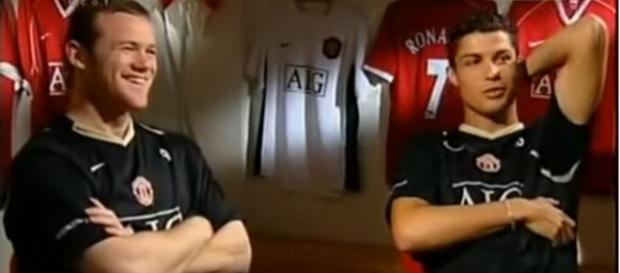 Rooney e Cristiano Ronaldo [Imagem via YouTube]