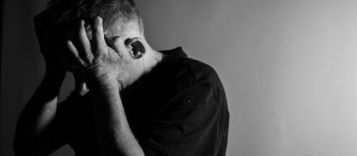A depressão provoca sintomas como tristeza e pessimismo.