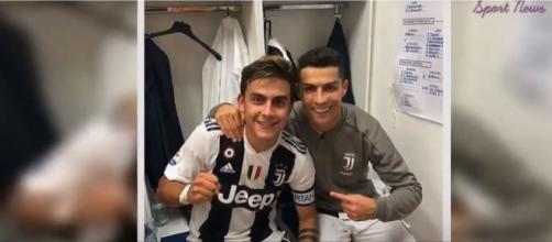 Dybala e Cristiano Ronaldo (Imagem via Youtube)