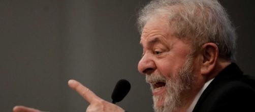 Engenheiro diz que obras em sítio era um favor da empresa a Lula