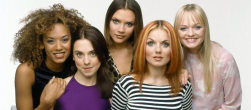 Il gruppo delle Spice Girls in concerto in Gran Bretagna