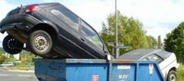 Incentivi rottamazione auto in arrivo, l'annuncio del ministro Costa