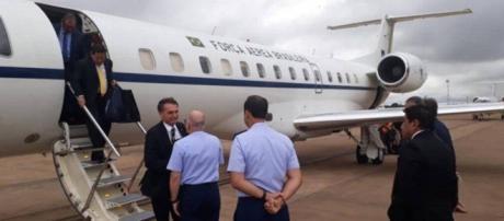 Bolsonaro e Mourão no mesmo avião.