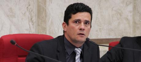Em entrevista, o futuro ministro defendeu possível afastamento de ministros envolvidos em denúncia de corrupção.