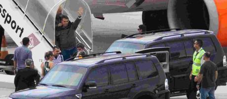 Segundo Força Aérea Brasileira, avião que transportava o presidente eleito Jair Bolsonaro realizou volta atípica