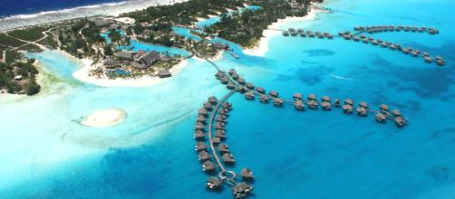 A picture of Bora Bora. [image source: Didierlefort- Wikimedia Commons]