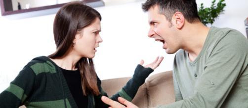 Algumas atitudes femininas podem tirar o bom humor dos homens.