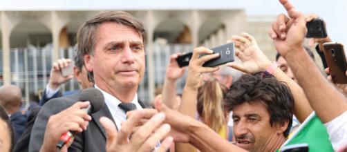 Bolsonaro se 'estranha' com Raquel Dodge em comemoração aos 30 anos da Constituição