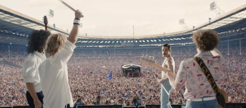 Filme conta a trajetória de Freddie Mercury e a banda Queen.