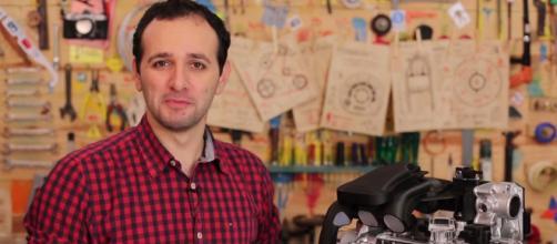 Iberê Thenório é o jornalista criador do canal Manual do Mundo.