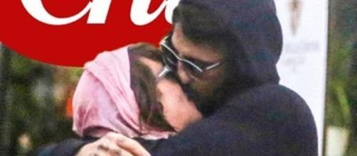 Il bacio appassionato tra Asia Argento e Fabrizio Corona sulla copertina del settimanale Chi
