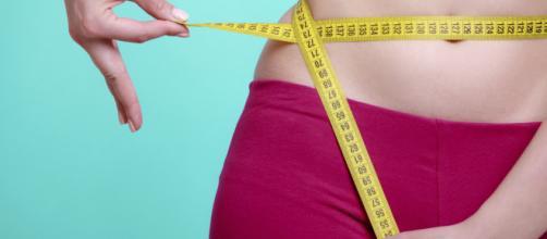 Além de uma reeducação alimentar e exercícios físicos, outros hábitos simples podem ajudar no processo de emagrecimento