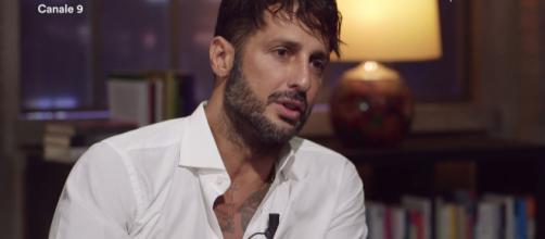 Fabrizio Corona svela: 'Io e Asia non stiamo insieme, Belen Rodriguez la mia ossessione'.